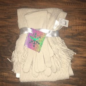 New York & Company scarf and glove giftset